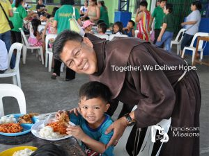 Feeding-Children-Quezon-City-Philippines