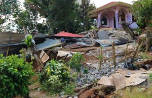 Collapsed-house-after-earthquakes