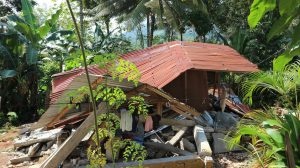 Earthquake-damaged-home-in-Philippines