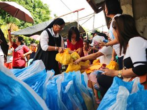 Philippine-earthquake-relief-food-distribution